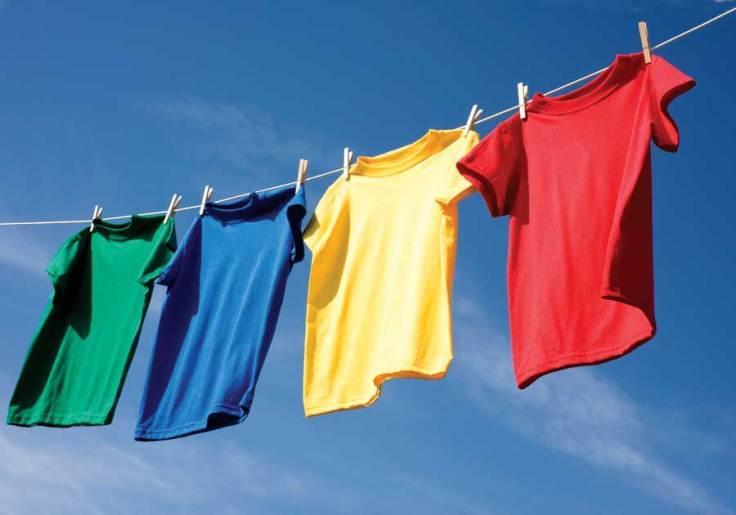 Tender ropa al sol