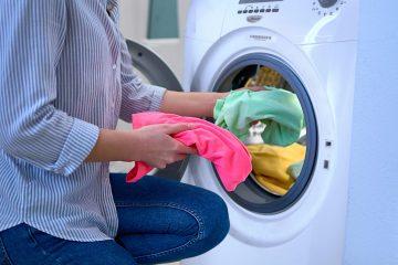 ¿Cómo despercudir la ropa de color?